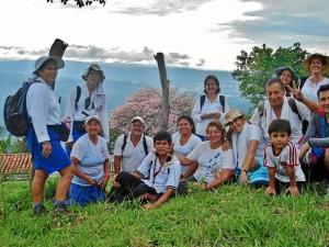 Al disfrute del medio ambiente también asisten niños, como se observa en la foto.