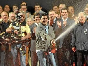 Segundos después de conocer que era el ganador del evento en la Capital Argentina de las Esculturas