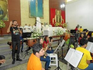 La retreta 'Mochila Cantora' amenizó la fiesta patronal de San Pío X.