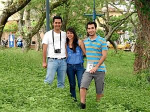 Juan Gabriel Villabona, Iván Camilo Rojas Medina y  Jéssica Olivera hacen parte de la Fundación ZaSua que adelantó el estudio de aves en el parque Mejoras Públicas. (Foto Mauricio Betancourt )