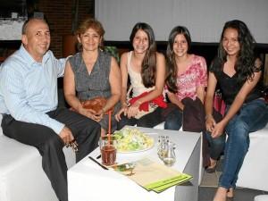 Jaime Rueda, Esperanza Rueda, Juliana Amaya, Camila Amaya y Daniela Cárdenas.