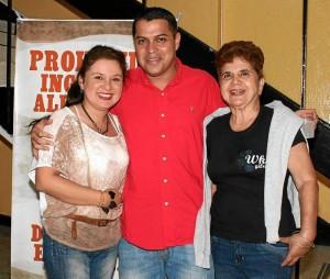 Mauricio Betancourt / GENTE DE CABECERA Karen Patricia Vásquez, Juan Nicolás Manrique y Gina Vásquez.