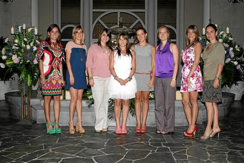 Daniela Galvis, Marisa Alcocer, María Catalina Arango, Pilar Henker, María José Sierra, Sandra Duque, Juliana García y Juana Isabel Camargo. (Foto Mauricio Betancourt)