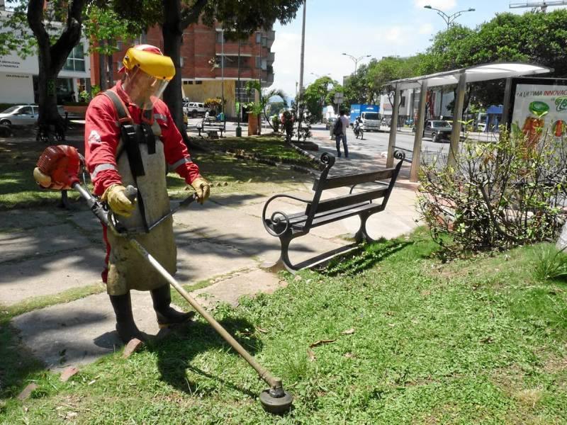 La limpieza, poda y aseo total llegó al parque Tur-bay esta semana. La gra-ta visita de hombres con herramientas de trabajo fue una realidad luego de varios meses de abandono del sitio.
