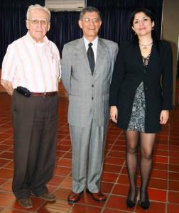 Jaime Luis Gutiérrez Giraldo; Alberto Cadena Angarita, nuevo rector de la UMB, y Laura Milena Palacios Mora, directora académica UMB. (Suministrada).