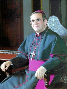 Monseñor Isaías Duarte Cancino inició con la idea de construir el templo, fue así su primer párroco. ( Foto Tomada de Internet )