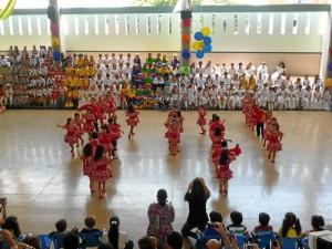 Festival de danzas con los niños del San Pedrito