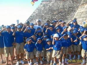 Cada niño recibe para su viaje al mar un kit con vestido de baño, chan-cletas y toalla. Esto fue en el reciente viaje a Cartagena y Barranquilla, en septiembre.