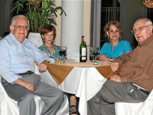 Tomás Ortiz Soto, Silvia Benavidez de Ortiz, Gloria Quiroz de Barrera y Álvaro Barrera Lloreda.