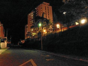 Esta es la circunvalar 36A entre 104 y 105, límite entre Floridablanca y Bucaramanga.