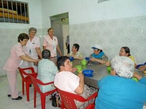 Las Damas Rosadas tra-bajan por la población desfavorecida de la ciu-dad