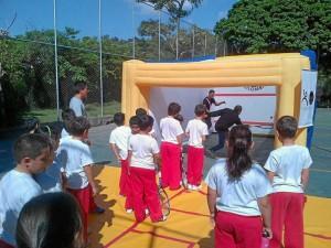 El plan piloto realizado en Caracas, Venezuela, con canchas inflables de squash fue exitoso.