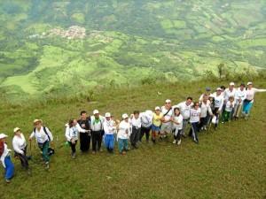 La Corporación Caminos de Santander lleva 19 años recorriendo las zonas verdes del departamento y del país. Suministradas Prudencio Pulido