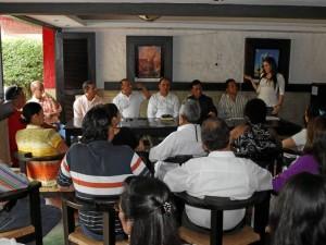 La reunión se efectuó en un restaurante de la avenida El Jardín. (Foto Nelson Díaz).