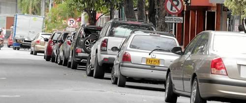 Siguen los 'mal parqueados'
