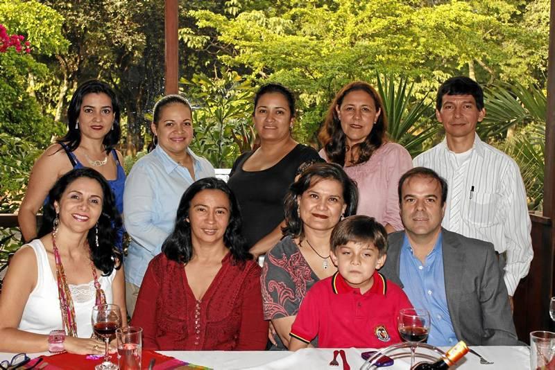 Martha Lucía Mendoza, Beatriz  Vanegas, Brenda Isabel López, Emiliano Calvo, Martín Calvo, Nelly Milady López, María del Pilar Vargas, Nicte Guajardo, Mélida Peña y Marco Emilio Buitrago. (Foto Nelson Díaz).