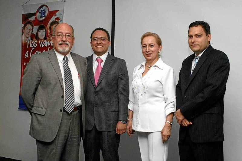 Hernán Santacruz Oleas, Gabriel Fernando Oviedo, Nelly Lugo y Carlos Andrés Oviedo Lugo.