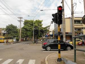 Al semáforo de la carrera 33 con calle 56 no le funciona la luz amarilla.