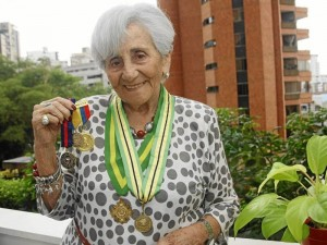 Esta mujer además de ser docente por casi 77 años, es también Señora Rotario, pues si-gue siendo parte del Club Rotario. Su labor siempre fue exaltada en la ciudad y el país.
