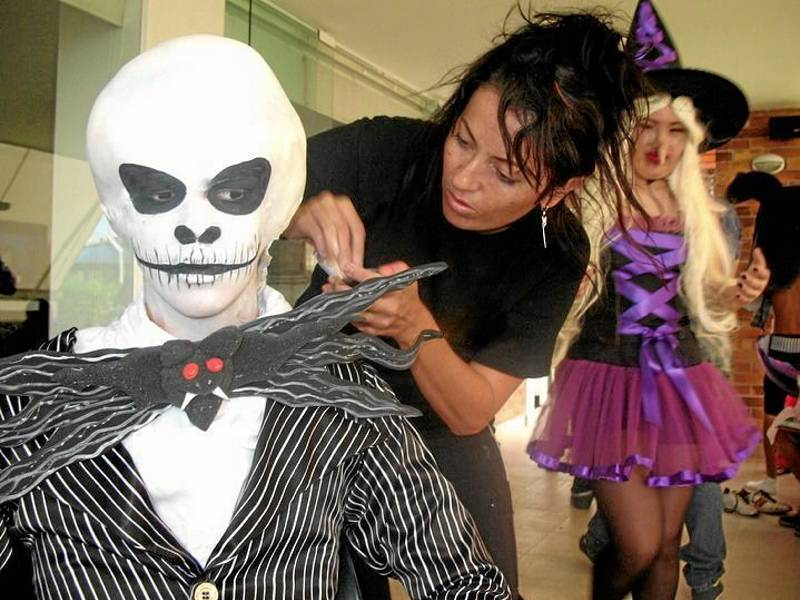 Existen en la ciudad maquilladoras profesionales en Halloween.