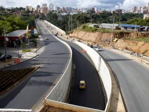 Así luce el intercambiador desde la parte elevada camino al viaducto La Flora.