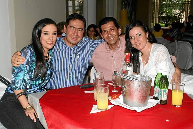 dia del socio club Luisa Serrano, Eduardo Mujica, Juan Carlos García y Lesly Franco.
