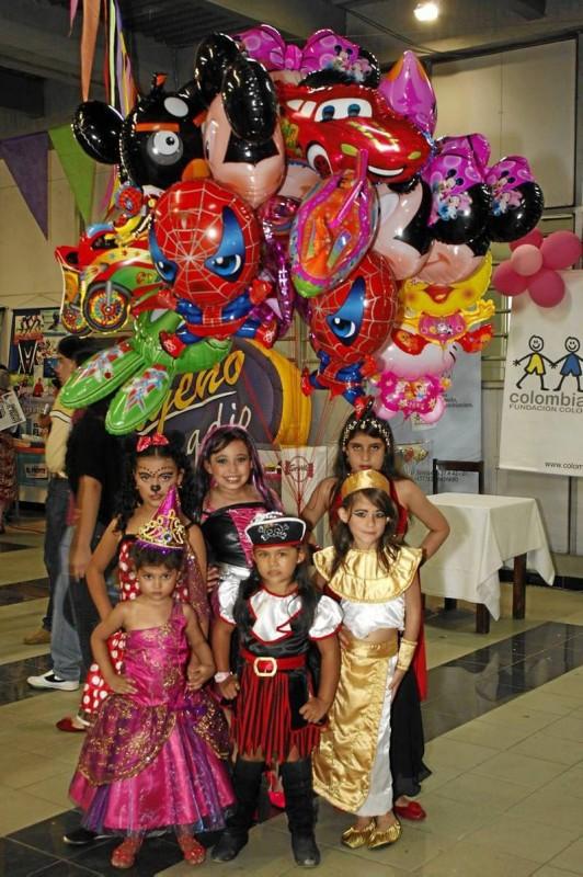 María Angelina Otero, Mariana Carranza, Alejandro Fandiño, Daniela Antolinez, Andrea Olarte y Sharick Colmenares.