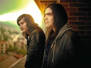 David y Sebastián, de la agrupación Desnudos en Cama.