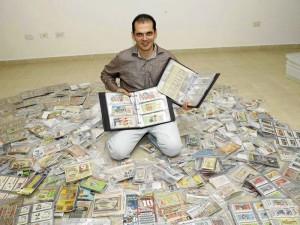 """Juan Fernando Sisa Vargas no se considera ludópata. """"Pero me gusta coleccionar y no lo considero vicio, sino un hobbie"""", dice sobre su colección de billetes de lotería."""