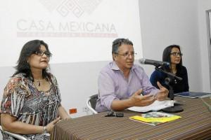 Brenda Isabel López, Padre F.R. Guillermo León Villa Hincapié, O.P., vicerrector académico Universidad Santo Tomás, y Beatriz Vanegas Athías.