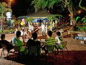 Aunque el sitio era hasta finales de junio un bar, también era un punto de encuentro de actos culturales.