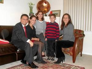 Junto a su familia, su hija Diana, Laura Camila, Daniel Felipe y su esposa Claudia Guerrero, también santandereana.