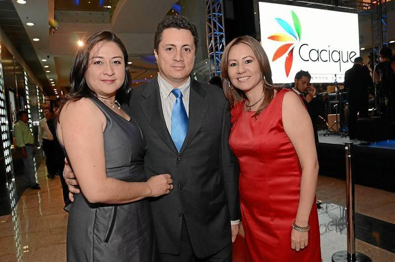 Angélica Amaya, gerente de Sercafé; Jorge Ríos y Xiomara Cárdenas