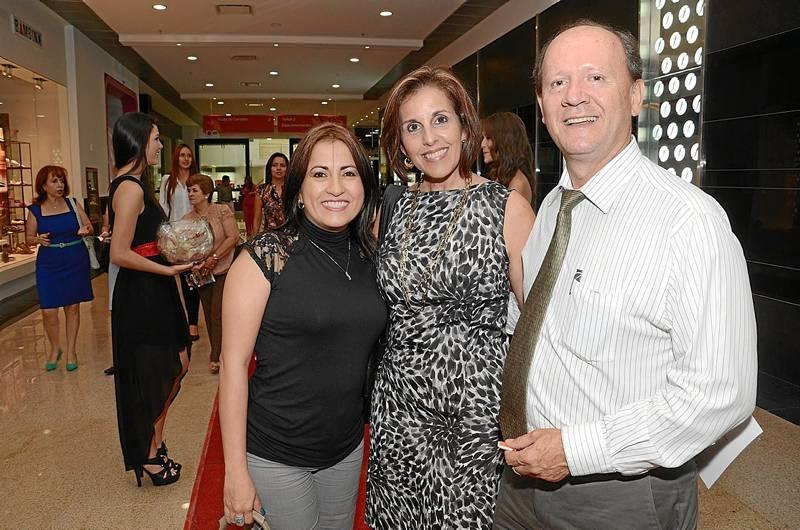 Lucía Picón, Susy Penagos e Ignacio Pérez, gerente del Parque Industrial.
