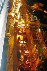 La foto del trancón en la noche de Halloween, en la carrera 40, enviada por la Periodista del Barrio.