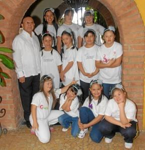 Clímaco Otero está listo con las niñas para participar en el certamen nacional.