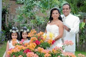 Karly y Stefany Mendoza Duarte, Milena Duarte y Efraín Mendoza.
