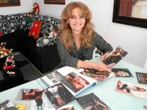 Clemencia Hernández se siente orgullosa de los alcances artísticos de su hija.
