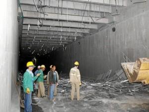 La estructura de aproximadamente 80 metros de largo quedó en el piso.