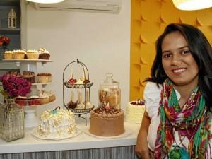 Ángela María y su hermana son empresarias del sector pastelero.