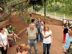 Glenys Pedraza se reunió con los comerciantes del sector para estudiar la posibilidad de apadrinar este parque.