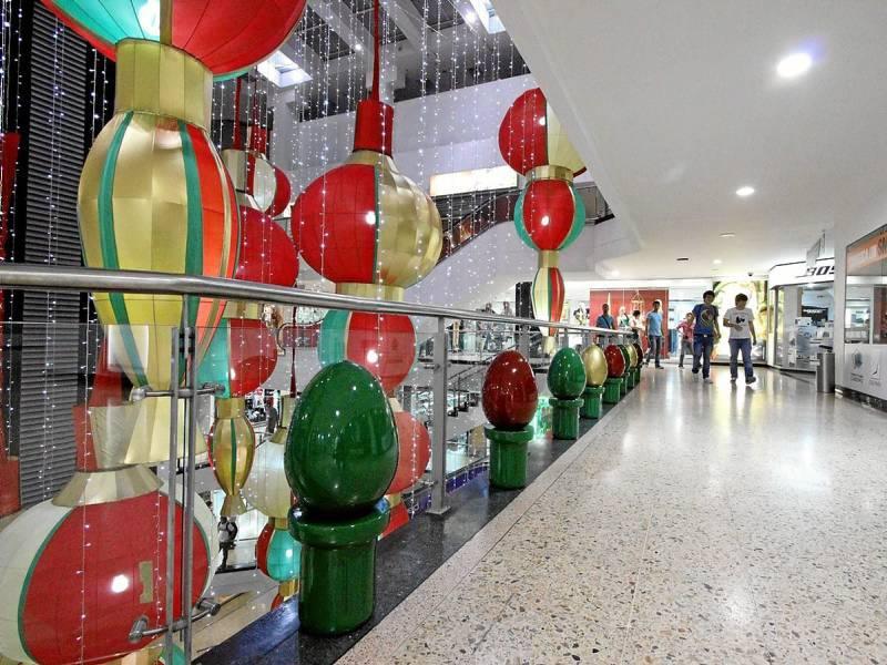 Visitar la iluminaci n navide a el mejor plan gente de - Decoracion navidena para comercios ...