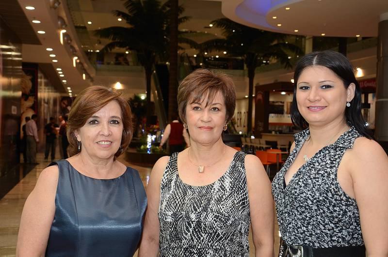 Amparo Africano, Vivian Amparo de Rodríguez y Muriel Fernández.