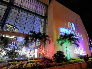 Fachada de Megamall Centro Comercial.