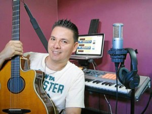 Javier Peña, músico y director de la orquesta bumanguesa Kaney.