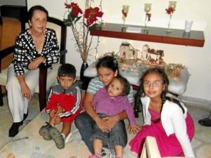 Amelia Borda espera la Navidad junto a algunos familiares.
