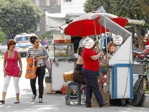 El Periodista del Barrio denunció que algunas de estas ventas pertenecen a grandes comerciantes y que no son manejadas por personas necesitadas económicamente.