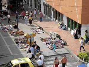 Los artesanos del pasaje de los cinemas, frente al Éxito Cabecera, también hacen parte el programa de reubicación ofrecido por la Alcaldía de Bucaramanga.