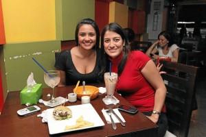 Viviana Álvarez y Laura Navarro.