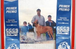 Junto a sus hijos, hace varios años, en uno de los festivales caninos.
